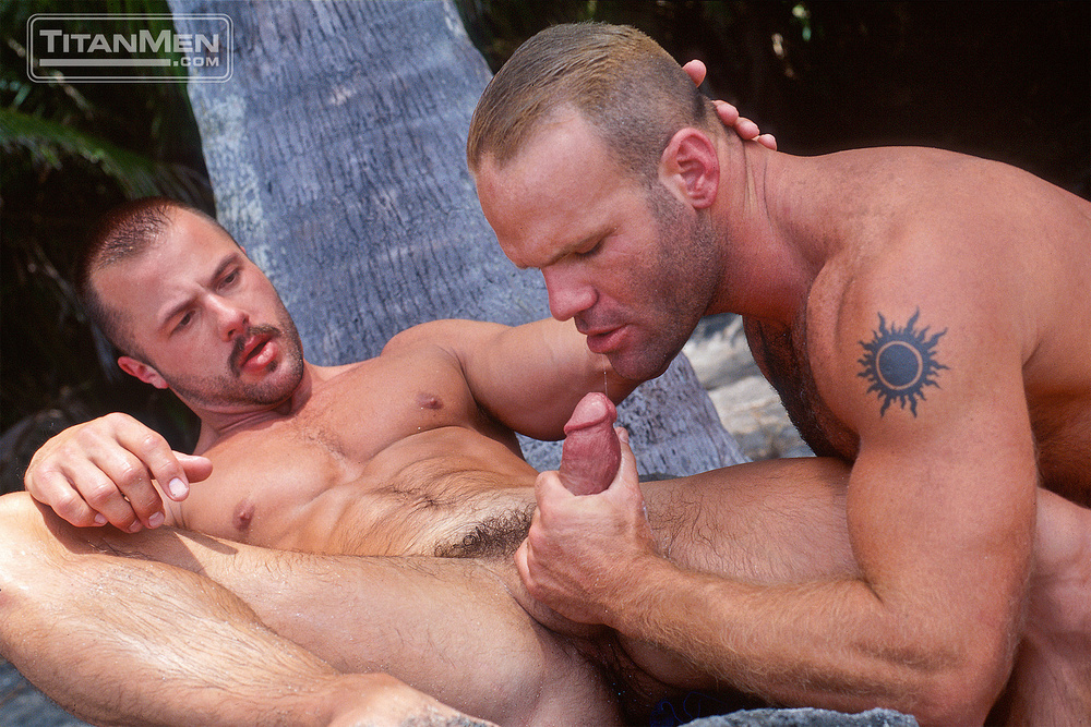 Trio Bears Body Builders Fuck In The Garden