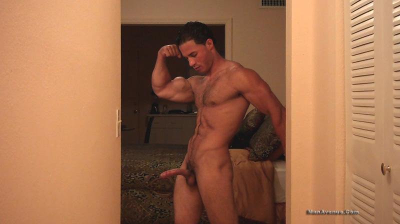 Muscular amateur hunk wanking off
