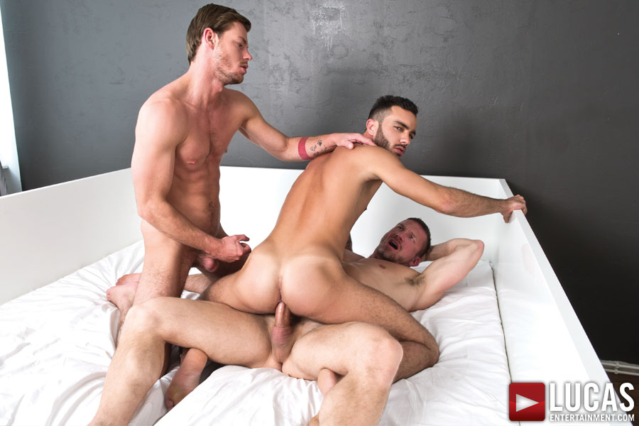 A bi straight french sport guy get suced in spite of him by a gay guy 5